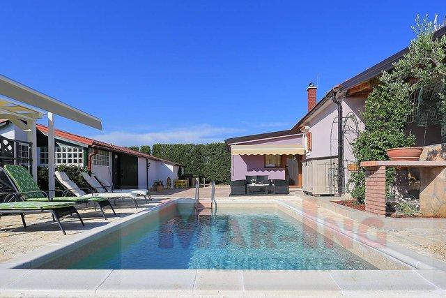 ZADAR - MURVICA dvije manje kuće sa bazenom!