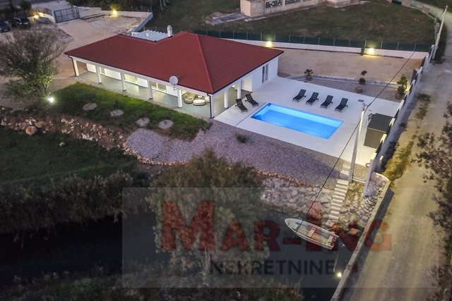 Beautiful house with pool for sale in Posedarje