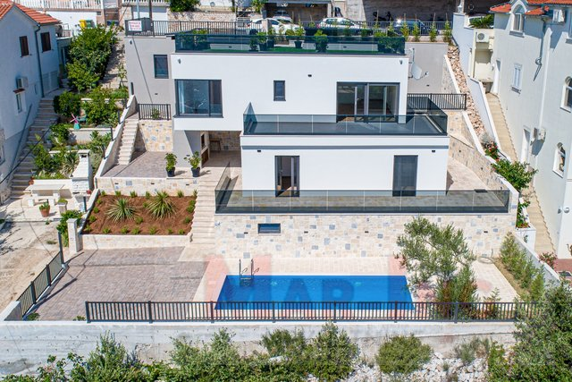 House, 335 m2, For Sale, Tisno