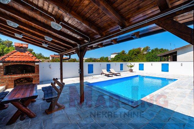 NOVIGRAD- novogradnja sa bazenom - 2 stana