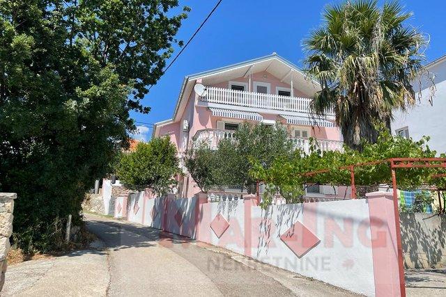MASLENICA - obiteljska kuća sa 3 stana  -  50 metara do mora